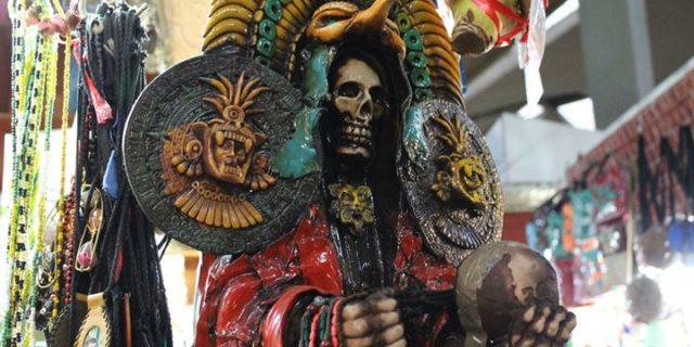 Święta Śmierć, święty przemytników narkotyków i mydełko na podwójne szczęście. W co wierzą Meksykanie? || z gildią tam i z powrotem ||